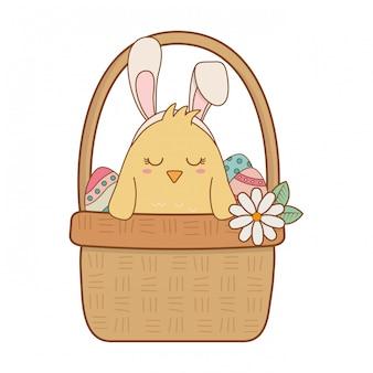 Petit poussin avec oreilles de lapin en corbeille de fleurs personnage de pâques