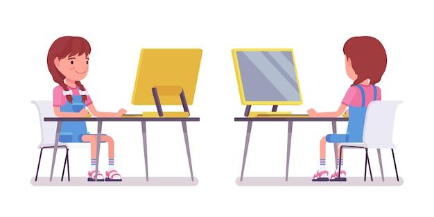 Petite fille de 7 à 9 ans, enfant d'âge scolaire travaillant sur ordinateur personnel, écolière faisant un projet, étude