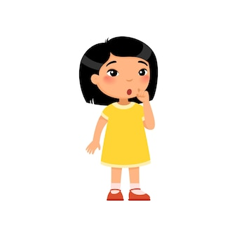 Petite fille asiatique montrant un geste de silence enfant avec une expression de visage confuse compte tenu du signe silencieux