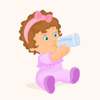 Petite fille buvant à la bouteille