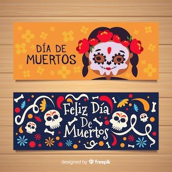 Petite fille avec des cadavres de peindre des bannières día de muertos