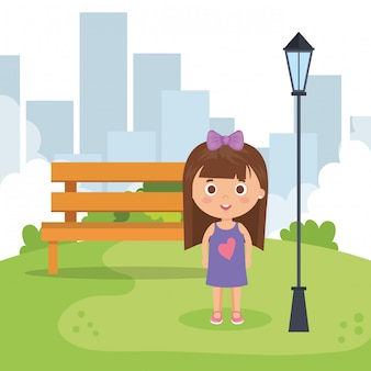 Petite fille dans le parc