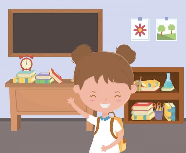 Petite fille à l'école en classe