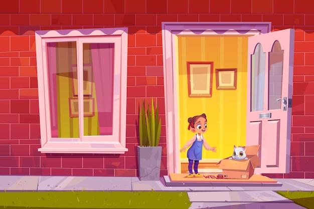 Une petite fille heureuse trouve un chaton dans une boîte en carton à l'illustration de dessin animé de porte de maison