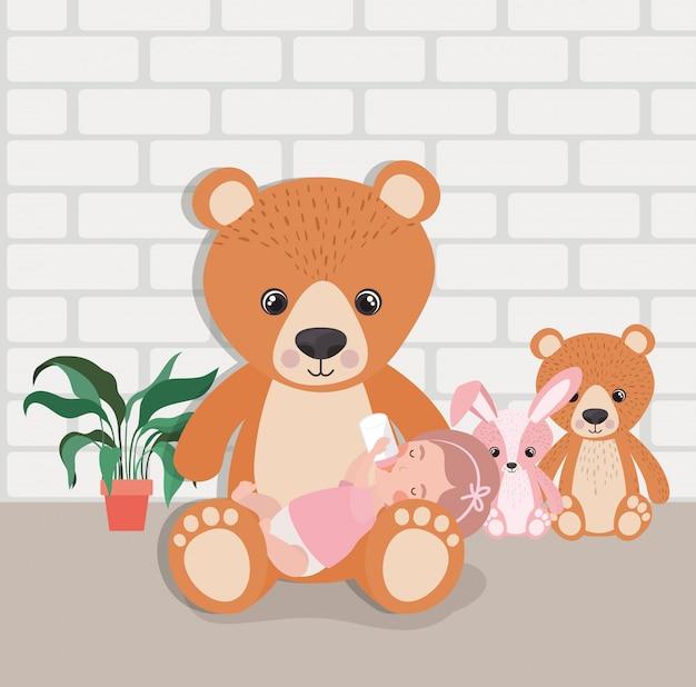 Petite fille avec personnage de jouets en peluche