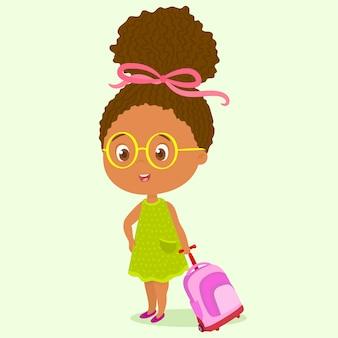 Petite fille avec sac à dos à roulettes