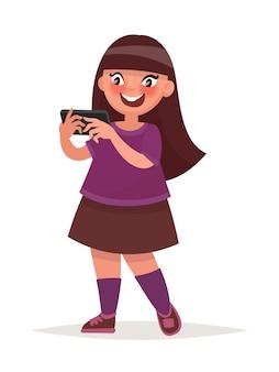 Petite fille tenant un smartphone. illustration vectorielle en style cartoon