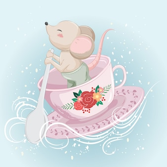Petite souris s'inclinant sur une tasse de thé