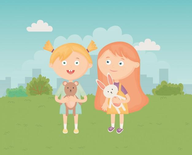 Petites filles mignonnes avec lapin et ours, jouets pour enfants