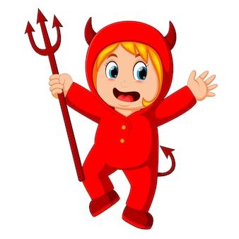 Petits enfants en costume de diable rouge halloween