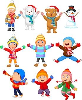 Petits enfants portant des vêtements d'hiver