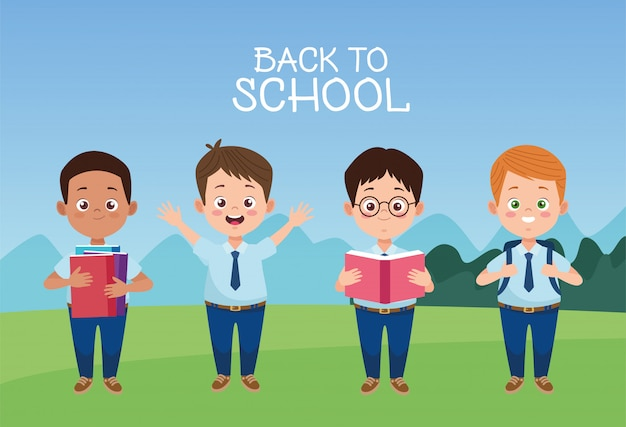 Petits garçons étudiants avec des uniformes