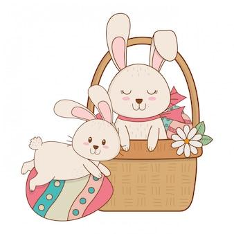 Petits lapins à l'oeuf peint dans le panier personnage de pâques