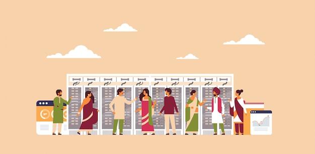 Peuple indien travaillant bannière de centre de données