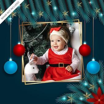 Photo de noël freme feuille de noël flocons de neige dorés boules de noël et lumières de noël