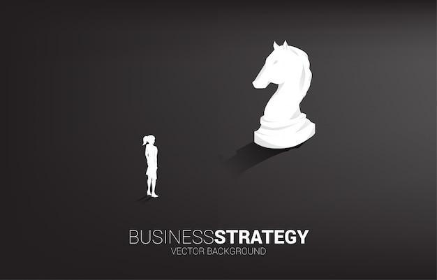 Pièce d'échecs de femme d'affaires et chevalier vecteur silhouette 3d