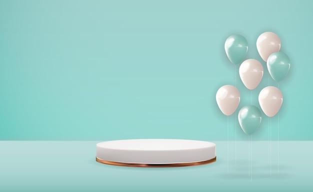 Piédestal blanc 3d réaliste sur fond naturel pastel bleu avec des ballons de fête. présentoir de podium vide à la mode