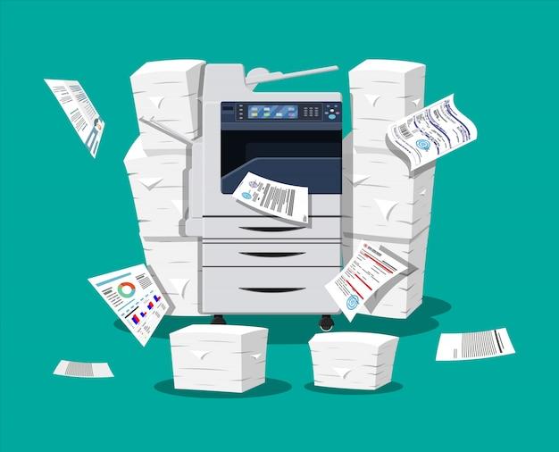 Pile de documents papier et imprimante