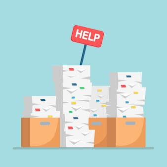 Pile de papier, pile de documents avec carton, boîte en carton.