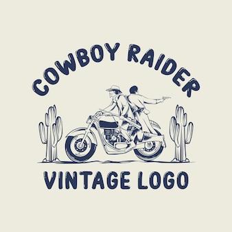 Pilote de moto classique avec cactus et lettres vintage logo cowboy raider