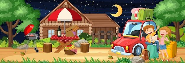 Pique-nique en plein air la nuit avec un couple à thème itinérant