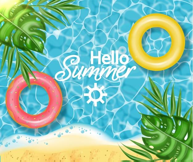 Piscine d'été et bouée de sauvetage