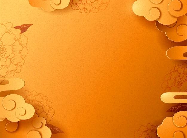 Pivoine dorée et fond nuageux pour une utilisation de conception