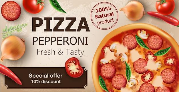 Pizza au pepperoni fraîche et savoureuse avec tomates, piments, oignons, basilic et salami entourant.