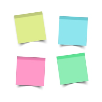Place des autocollants. notes de rappel collantes. bureau en feuilles de papier