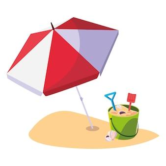Plage d'été avec des jouets de seau de parapluie et de sable
