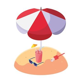 Plage de sable d'été avec parasol et cocktail