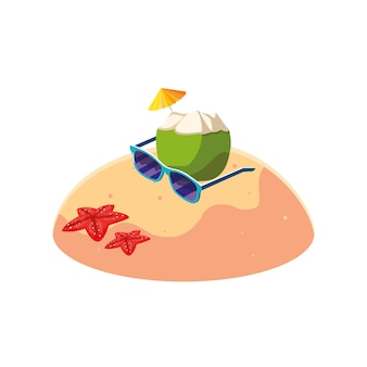 Plage de sable d'été avec une scène de cocktail de noix de coco