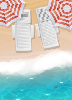 Plage de sable réaliste avec eau bleue, chaises longues et parasols.