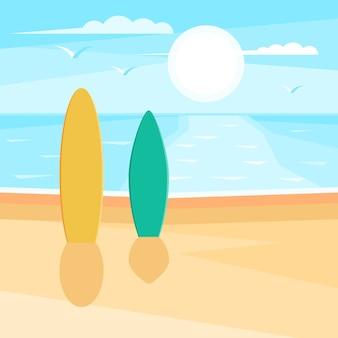 Plage de sable avec surf. paysage de mer. mouettes dans le ciel au soleil.