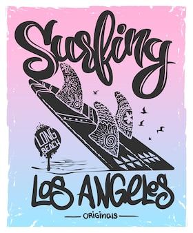 Planche de surf avec type de lettrage, conception de t-shirt.