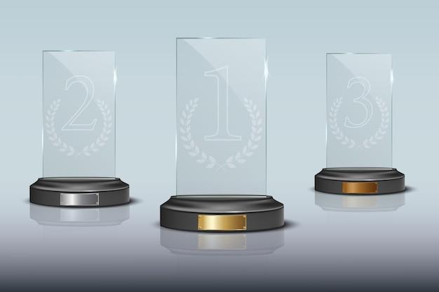 Plaque podium vainqueur en verre doré, argent et bronze avec reflet miroir.