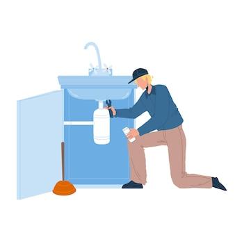Plombier dans le travail de fixation globale de l'évier vecteur. un plombier répare une fuite de tuyau de cuisine ou de salle de bain avec une clé. réparateur de caractère enlevant le blocage, illustration de dessin animé plat de service de réparation de plomberie