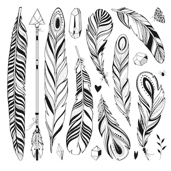 Plumes cristaux flèche papillon et autres éléments dessinés à la main isolés sur blanc