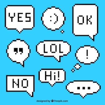 Plusieurs ballons de dialogue pixellisés avec des expressions