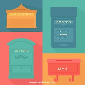Plusieurs boîtes aux lettres colorées vintages