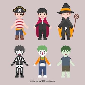 Plusieurs enfants dans les costumes d'halloween