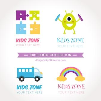 Plusieurs logos d'enfants en design plat