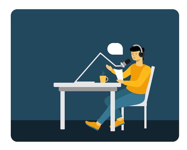 Podcast. un homme avec un microphone assis à une table.