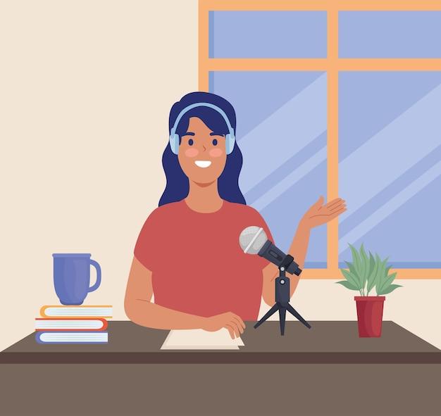 Podcaster femme en milieu de travail