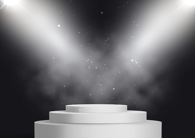 Podium d'affichage vide sous des projecteurs avec une atmosphère enfumée