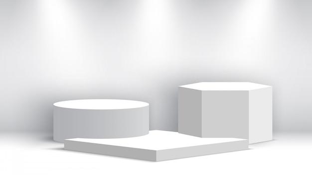 Podium blanc blanc avec des projecteurs.