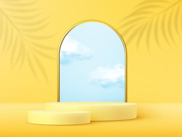Podium de présentation du produit décoré de nuages réalistes et cadre en arc d'or avec superposition de feuilles de palmier ombre sur fond pastel jaune