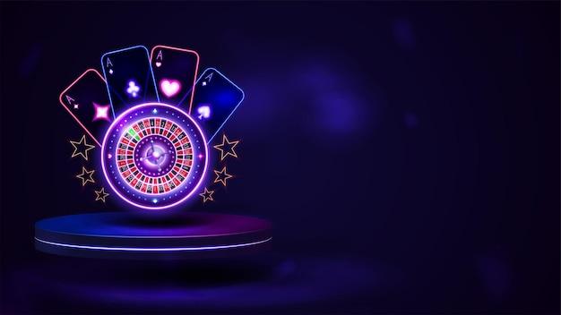 Podium avec roue de roulette casino néon brillant avec cartes à jouer dans une scène vide sombre.