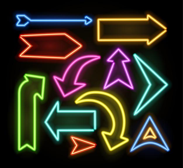 Pointeur de flèche lumineux néon sur fond sombre. collection de panneaux lumineux rétro colorés et brillants.