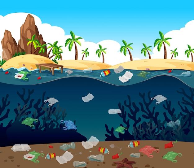 Pollution de l'eau avec des sacs en plastique dans l'océan